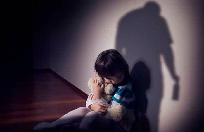 Acusan a mujer de abusar sexualmente de sus 3 hijos