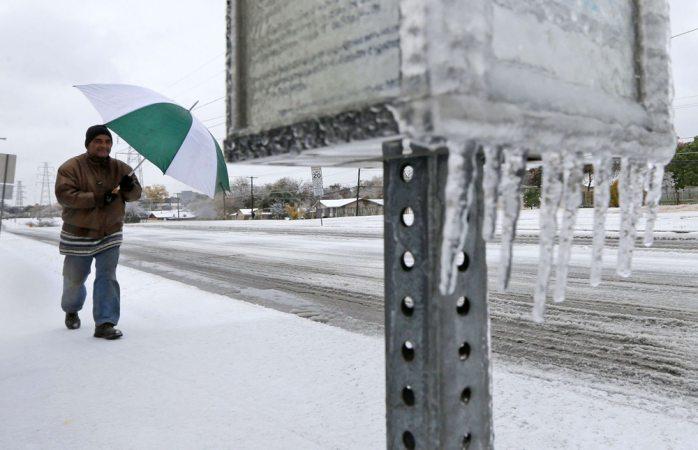 Se quedan sin luz en oklahoma por tormenta de hielo pesado