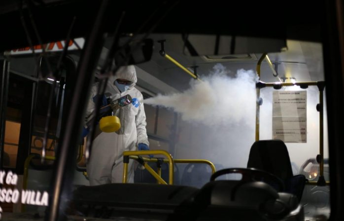 Desinfectan más de 90 camiones públicos y privados