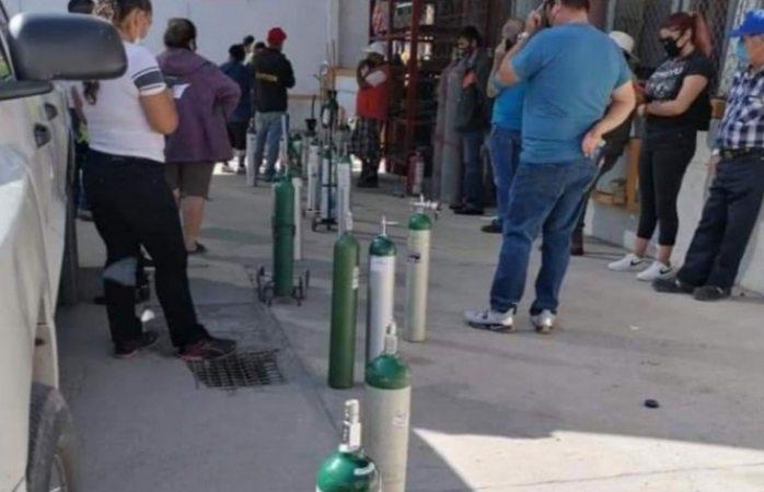 Captan filas por tanques de oxígeno, los venden en $12 mil pesos