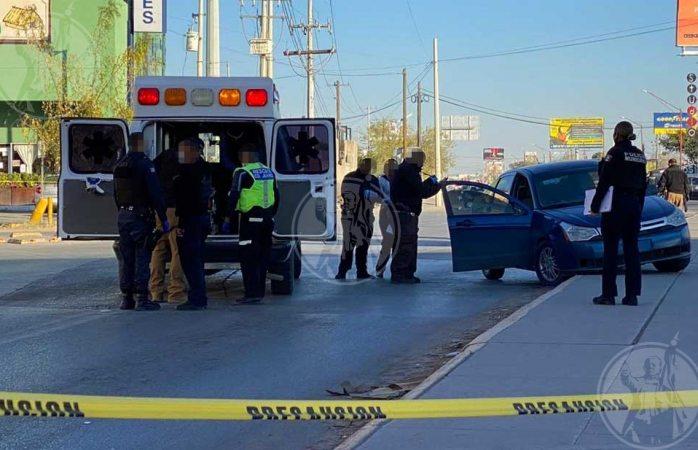 Atacan a balazos a pareja en avenida transitada, muere el hombre