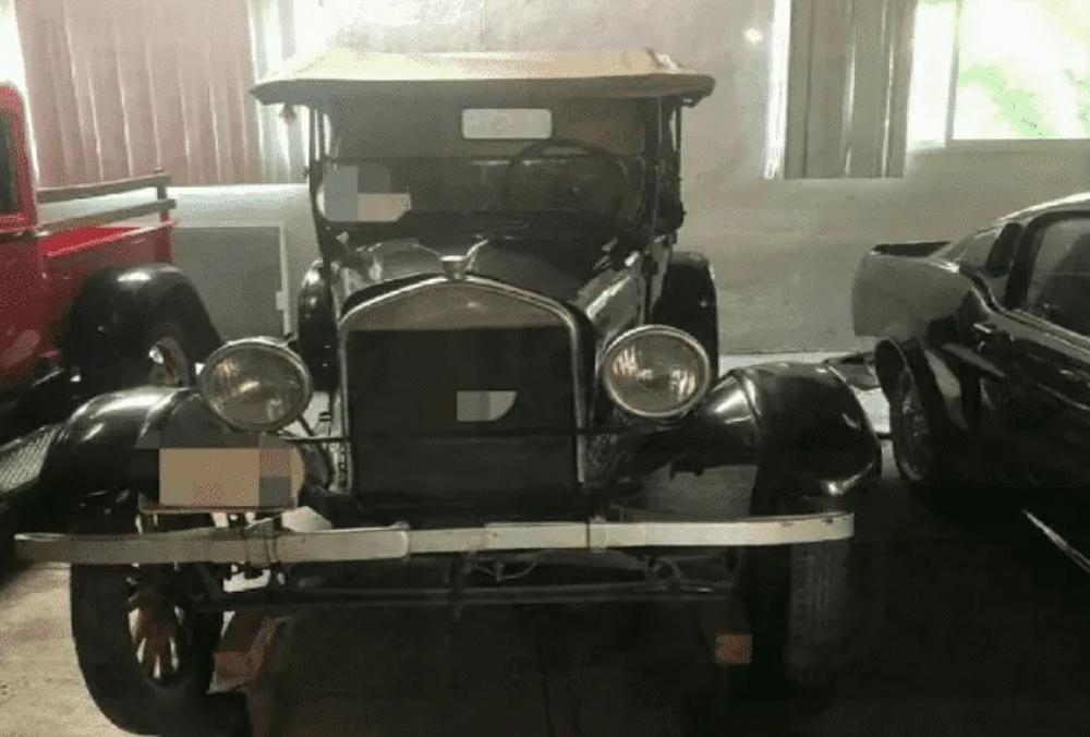 ¡Le aseguran 41 autos clásicos a exfuncionario de CDMX!