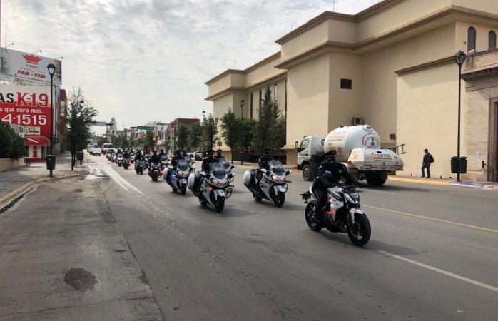 Desfila grupo pequeño de elementos policíacos