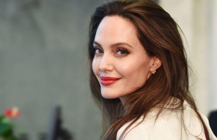 Angelina jolie dona sorpresa a niños que organizaron colecta para yemen