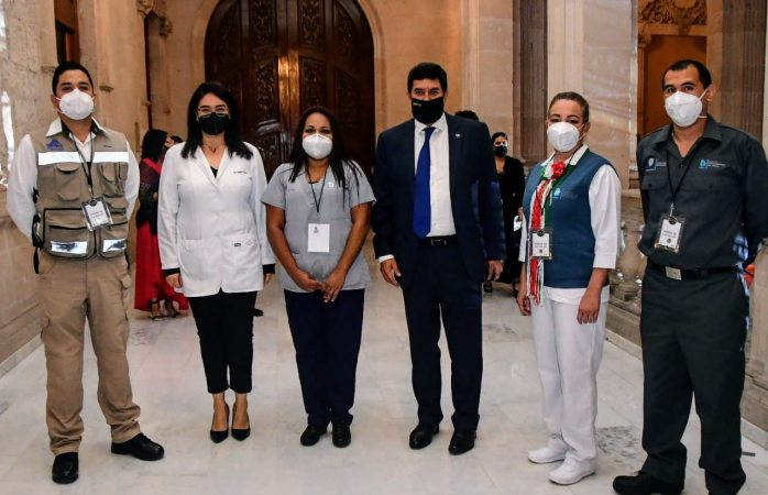 Reconoce gobernador esfuerzo de héroes de la salud