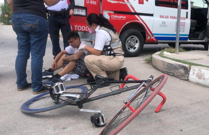 Impacta vs ciclista que omitió alto en la revolución