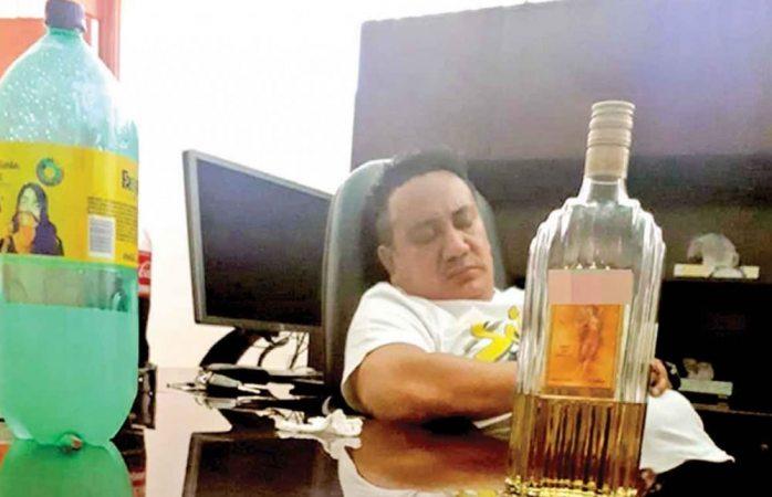 Acusan de violaciones y borracheras a fiscal de homicidios