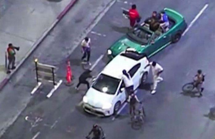 Atropella conductor a manifestantes en hollywood