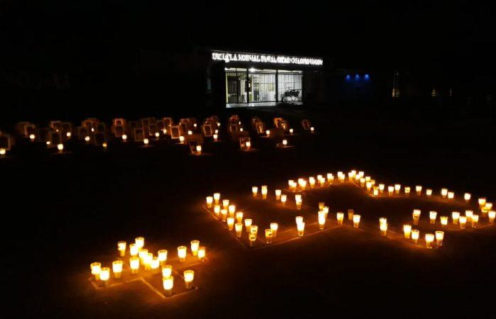 Colocan normalistas de Saucillo ofrenda para desaparecidos de Ayotzinapa