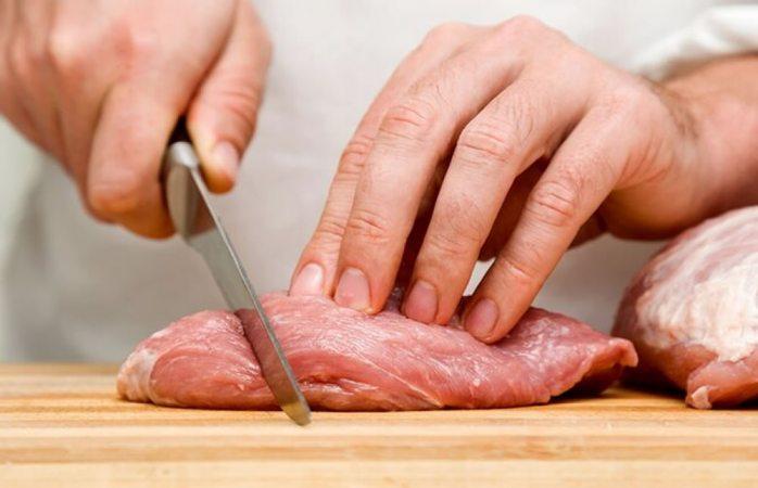 Desarrolla solitaria de 5 metros por comer carne cruda