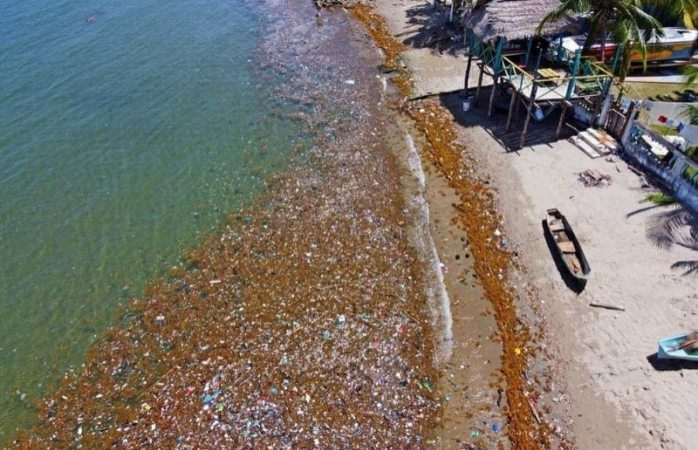 Invade playas de honduras tsunami de basura