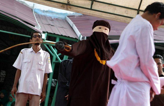 Condenan a 169 latigazos a violador de niños
