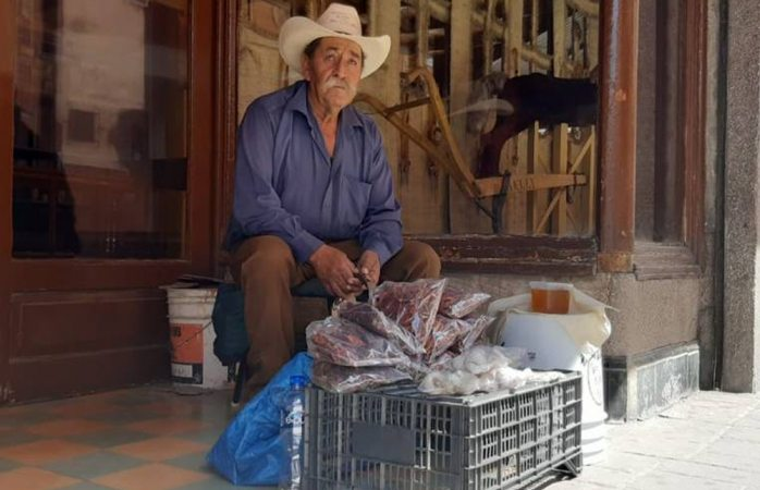 Don manuel, 30 años como vendedor ambulante