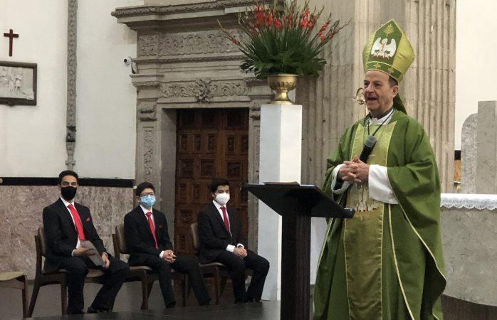 No son buenos los que se creen buenos: arzobispo