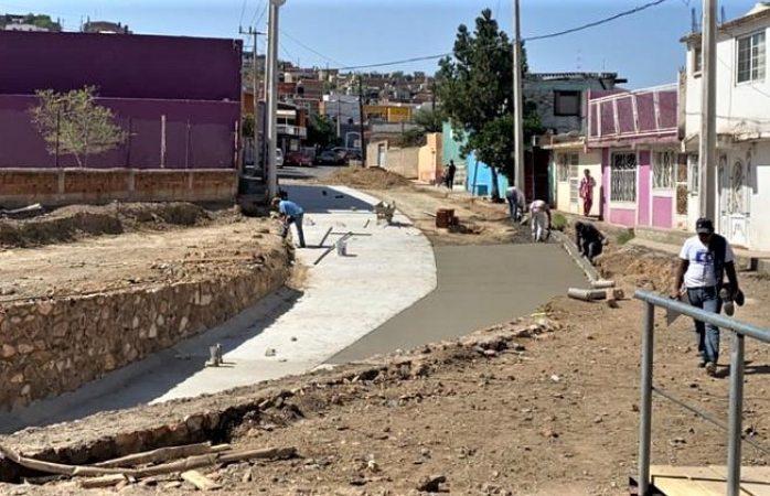 Se instala concreto en el nuevo paso a desnivel de la vialidad ferrocarril