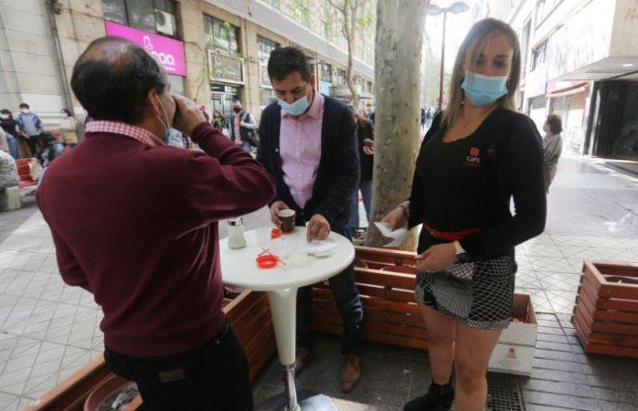 Reabren en chile sus cafés con piernas tras pandemia