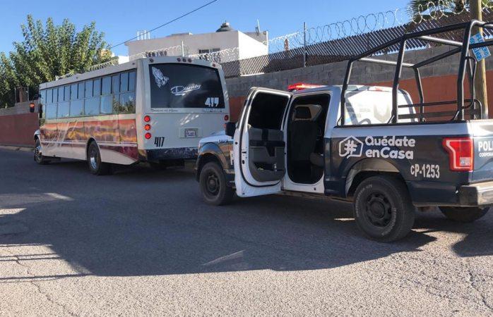 Asaltan camión urbano con armas de fuego