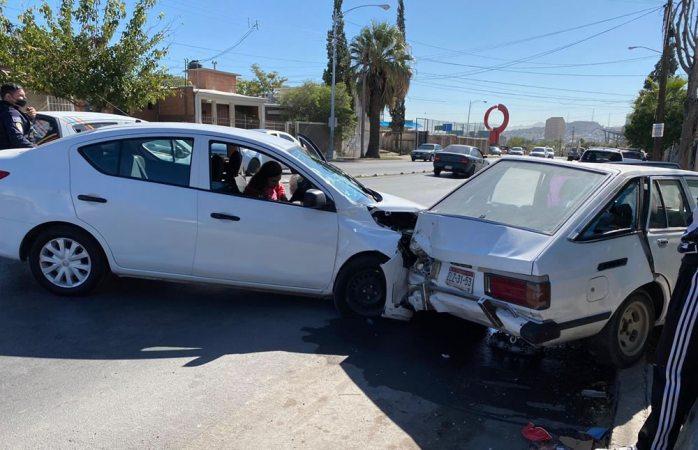 Se impacta contra auto estacionado en la cantera